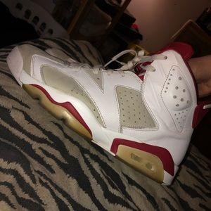 Jordan maroon 6s